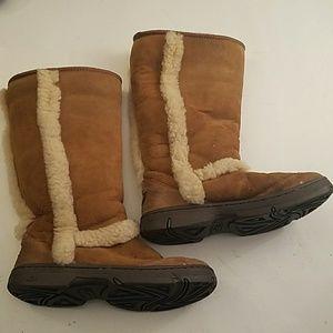 Ugg winter boots Sz 9